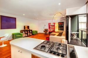 Benjamin - Beyond a Room Private Apartments - Melbourne CBD, Victoria, Australia