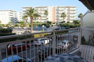 Agradable apartamento en playa la pineda tarragona la for Apartamentos jardin playa larga tarragona