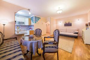 Day and Night Apartments on Yakimanka