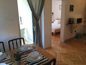 Apartments Papalinna, Апартаменты  Малинска - big - 11