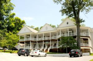 Acorn Hill Lodge and Spa - Accommodation - Lynchburg
