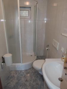 Zora's Apartments, Апартаменты  Малинска - big - 4