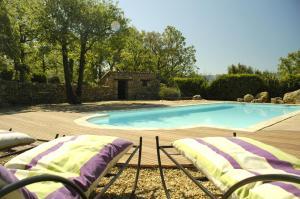Entre Luberon et Mont Ventoux, avec piscine chauffée