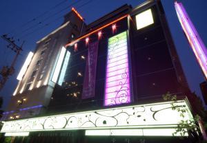 虹橋賓館 (Rainbow Hotel)