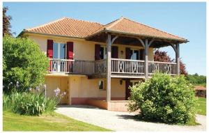 Three-Bedroom Holiday home St. Médard d'Exideuil 0 01