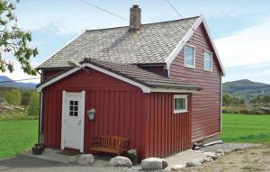 Four-Bedroom Holiday home Sveio with Sea View 01