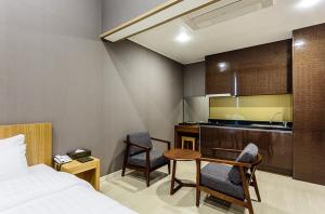 Rich Hotel, Hotels  Jeju - big - 9