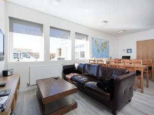 Kef Guesthouse at Grænásvegur, Bed & Breakfasts  Keflavík - big - 37