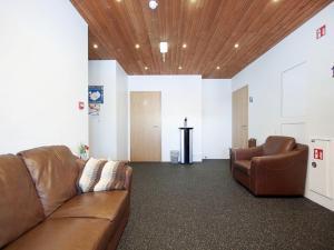 Kef Guesthouse at Grænásvegur, Bed & Breakfasts  Keflavík - big - 39