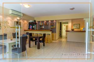 Varvaras Diamond Hotel, Apartmanhotelek  Platanész - big - 32