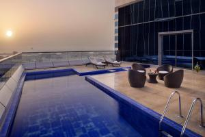 Luxury Royal Suite - Sheikh Zayed Road View