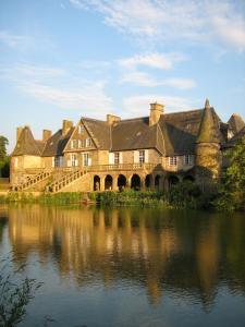 Le Logis d'Equilly, Отели типа «постель и завтрак»  Équilly - big - 1