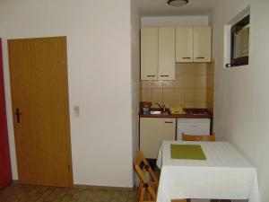 Apartment Ela, Apartmanok  Povljana - big - 4