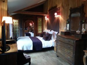 La Maison de Honfleur, Bed and breakfasts  Honfleur - big - 39