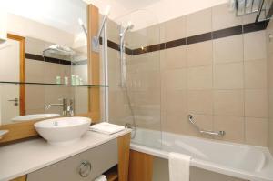 Appart'Hotel Odalys Prestige Eden, Aparthotels  Arc 1800 - big - 5