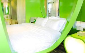 (Yinchuan Love Space Theme Hotel)