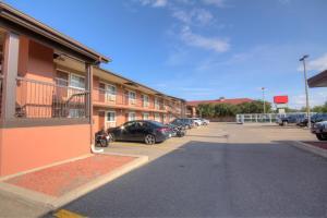 Motel 6 Lethbridge