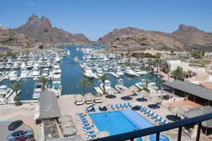 玛丽娜酒店及水疗中心 (Marinaterra Hotel & Spa)