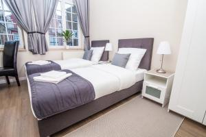 Double or Twin Room with City View - Guestroom Black Swan House