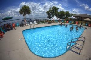 Crystal Cove Riverfront Resort