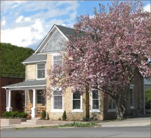 The Guest House Inn on Courthouse Square - Accommodation - Hinton
