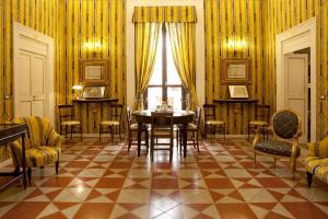 Palazzo Antica Via Appia, Отели типа «постель и завтрак»  Bitonto - big - 39
