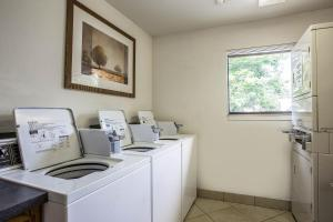 Suburban Extended Stay Hotel Columbia, Hotely  Columbia - big - 39