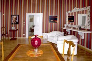 Palazzo Antica Via Appia, Отели типа «постель и завтрак»  Bitonto - big - 32