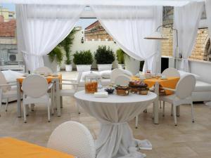 Palazzo Antica Via Appia, Отели типа «постель и завтрак»  Bitonto - big - 29