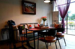 Black Coffee Beans Inn