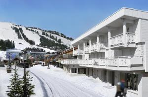 White 1921 Courchevel - Hotel