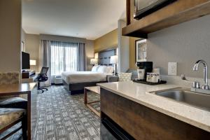 Holiday Inn Express & Suites Albany, Hotels  Albany - big - 10