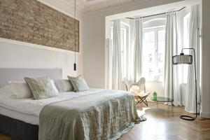 One-Bedroom Apartment with Balcony - 2B