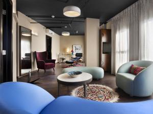 Port & Blue TLV Boutique Suites