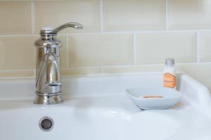 Chambres d'Hôtes La Pommetier, Bed & Breakfasts  Arromanches-les-Bains - big - 27
