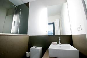 Deco Apartments – Diagonal, Ferienwohnungen  Barcelona - big - 8