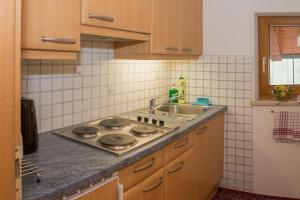 Kreuzhof, Bed and breakfasts  Seefeld in Tirol - big - 10