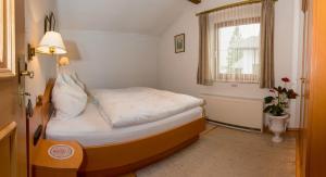 Kreuzhof, Bed and breakfasts  Seefeld in Tirol - big - 6