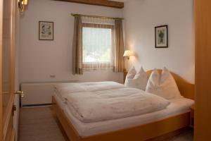 Kreuzhof, Bed and breakfasts  Seefeld in Tirol - big - 11