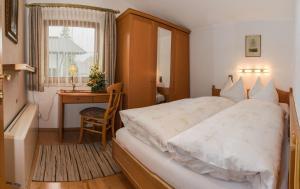 Kreuzhof, Bed and breakfasts  Seefeld in Tirol - big - 12