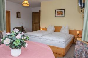 Kreuzhof, Bed and breakfasts  Seefeld in Tirol - big - 19
