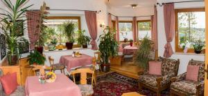 Kreuzhof, Bed and breakfasts  Seefeld in Tirol - big - 43