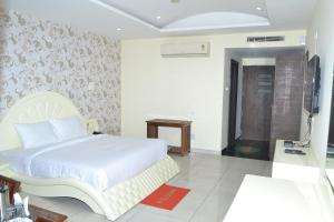 Chopra Residency