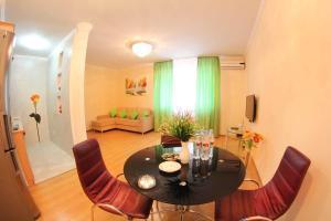 Апартаменты AHome 11 на Аль-Фараби