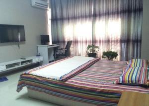 Fengcheng Clean & Love Home Theme Apartment
