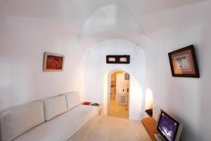 Menias cave house(Oia)