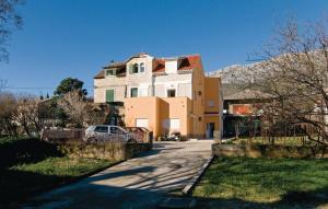 Apartment Kastel Gomilica 4