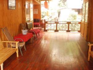 Ya'an Shangli Ancient Town Haojinglou Homestay
