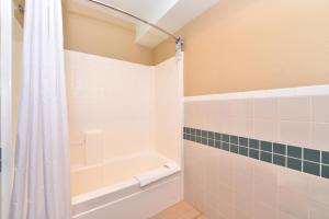 Quality Inn & Suites Tacoma - Seattle, Hotely  Tacoma - big - 4