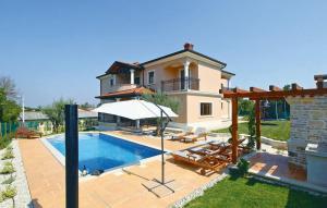 Holiday home Vizinada 37 with Outdoor Swimmingpool